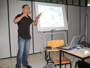 Paulo Sena realizando uma comunicação na ESD em Rio Maior
